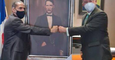 Comisión Permanente de Efemérides Patrias obsequia cuadro al Instituto Duartiano
