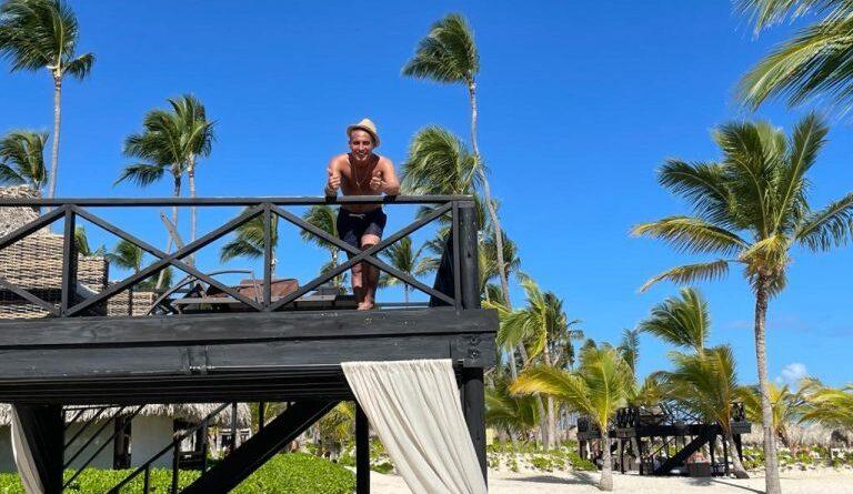 El cantautor Flamenco Pitingo disfruta sus vacaciones en Punta Cana