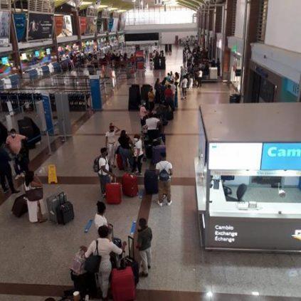Aerolíneas permiten posponer vuelos a viajeros que resulten positivos al Covid-19