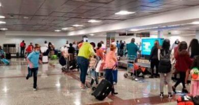 Cae más de 50% llegada de turistas por el AILA hasta febrero