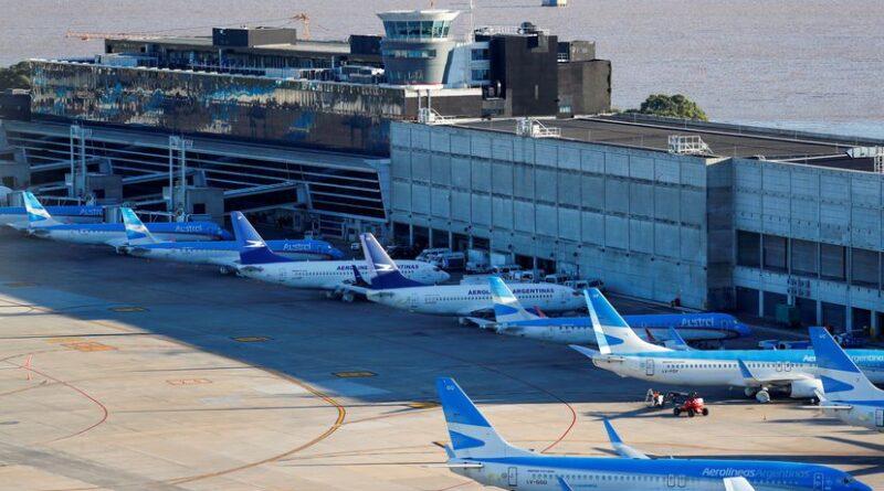 Argentina suspende los vuelos desde Brasil, Chile y México por la covid-19