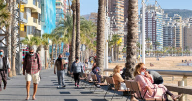 Comunidad Valenciana baraja crear bonos turísticos para mayores de 65 años