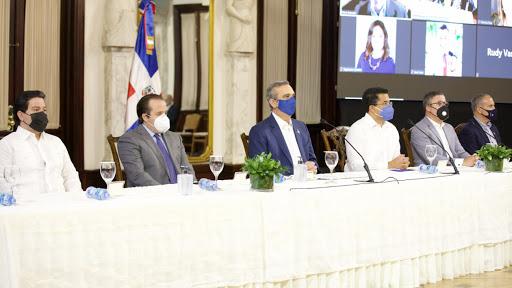 Gobierno dominicano firma acuerdo con Norwegian Cruise Line para iniciar operaciones en el País; RD será hub del Caribe