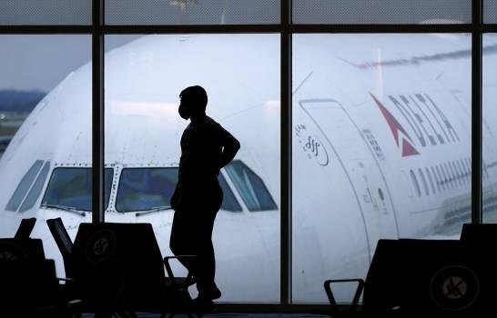Delta cancela unos 100 vuelos por falta de personal