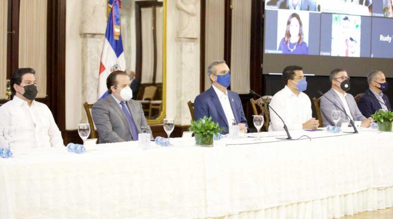 Gobierno dominicano firma acuerdo con Norwegian Cruise Line