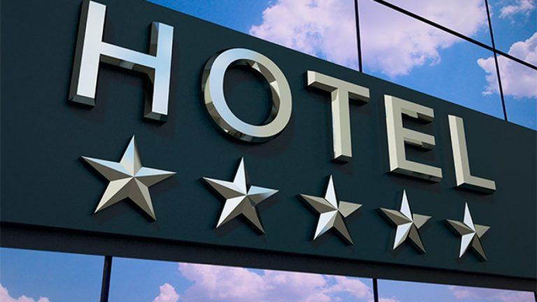 Golpe en la reapertura: hoteles se derrumban por tantos meses sin uso