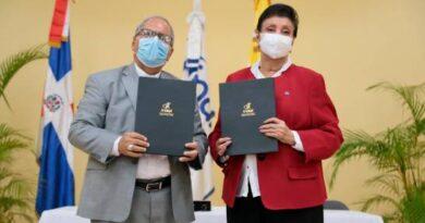 Universidad Católica Santo Domingo e INAIPI firman convenio
