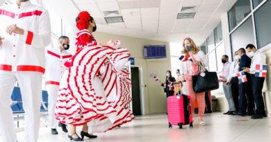 MITUR da la bienvenida a la nueva ruta de American Airlines Filadelfia-Aeropuerto Internacional del Cibao