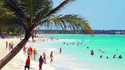 Mitur cancelará licencia a empresas que ofrezcan alcohol en playas o excursiones
