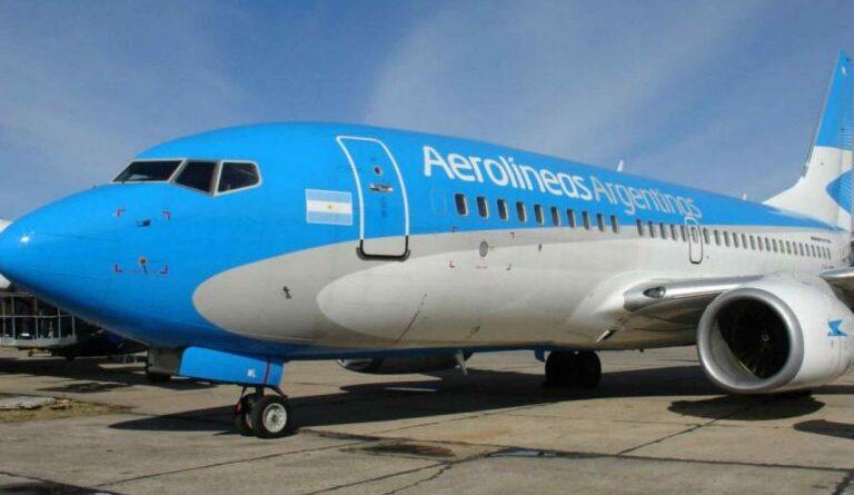 Aerolíneas Argentinas, golpeada por el Covid: suspende sus vuelos a Punta Cana