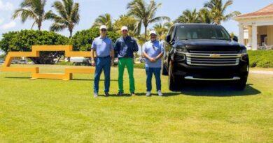 Presentan a golfistas la nueva Chevrolet Suburban 2021