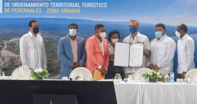 Gobierno comienza obras para el desarrollo turístico de Pedernales