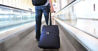 Las restricciones siguen limitando a colombianos a viajar al exterior