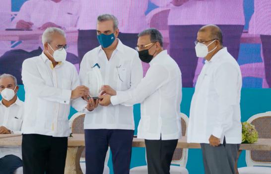 Dedican avenida principal de Downtown Punta Cana a la memoria de Willie Rodríguez
