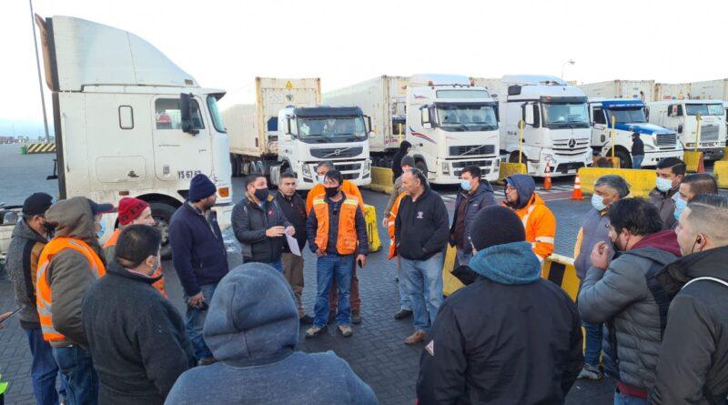 Transportistas ponen fin a bloqueo a instalaciones portuarias de San Antonio