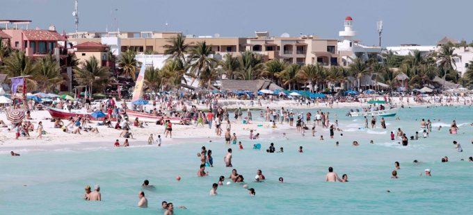 Cancún: miles de empleados de hoteles siguen sin trabajar