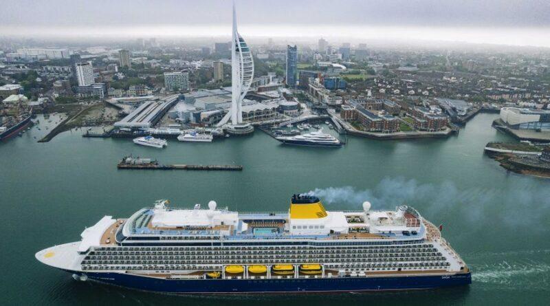 Puerto de Portsmouth recibe al crucero Spirit of Adventure para su ceremonia de bautizo