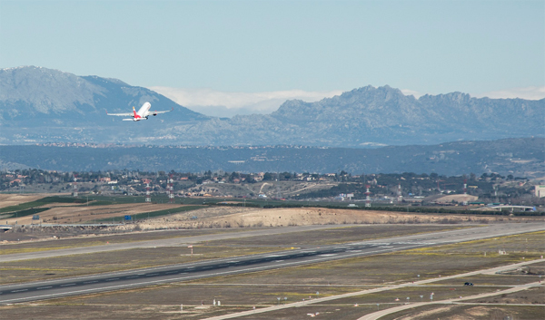 Los proyectos de Barajas y El Prat abren otro frente entre los socios de Gobierno