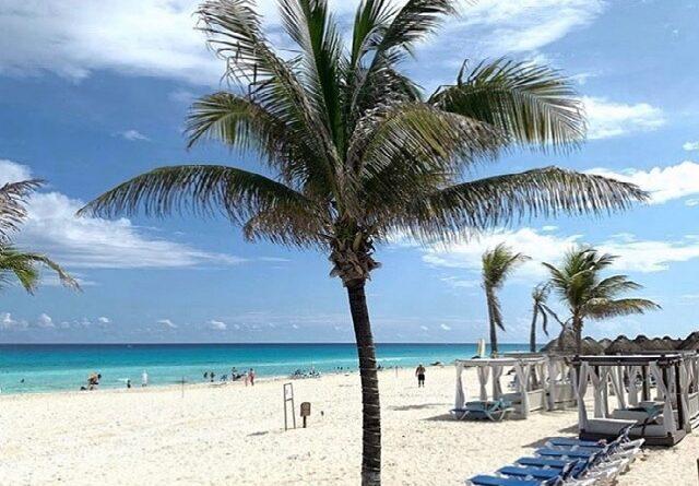 Una isla del Caribe invita a salir a turistas tras brote de Covid
