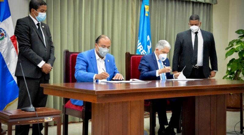 Senado firma convenio con Banreservas en beneficio de sus empleados