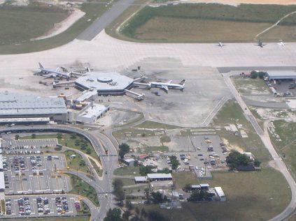 Aumento progresivo de vuelos en el AILA: 748 enlaces en agosto