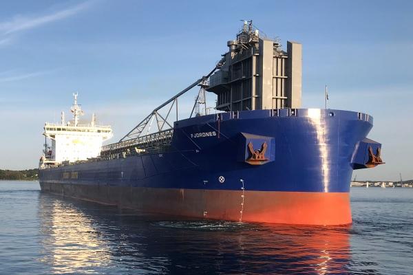 Programan para Semana de Kiel bautizo de nuevo granelero Fjordnes