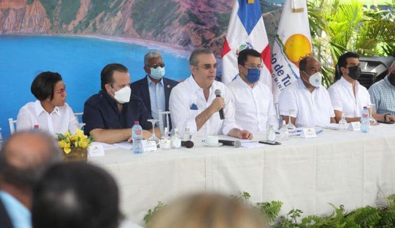 """Abinader anuncia obras para convertir Montecristi en un """"verdadero polo turístico"""""""
