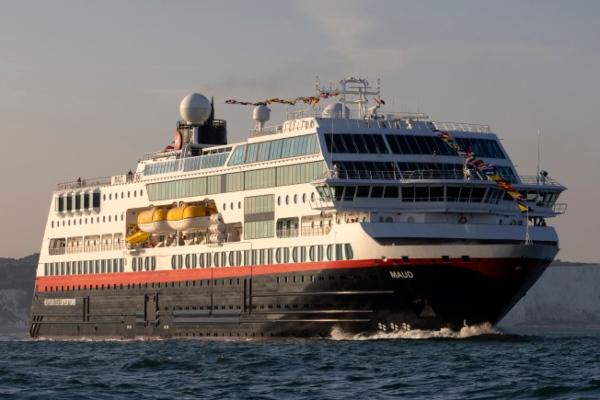 Puerto de Dover despide al MS Maud en su primer viajes desde esta terminal