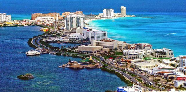 Cancún: taxistas bloquean zona hotelera y afectan a turistas