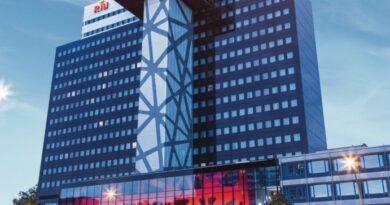 Riu pone a la venta su 23% de su hotel de Berlín aunque seguirá de gestor
