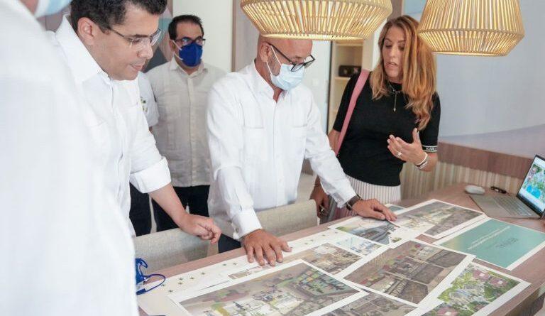 Collado verifica junto a Encarna Piñero remozado hotel que abrirá en Punta Cana