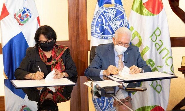 BHD León y la UASD firman acuerdo